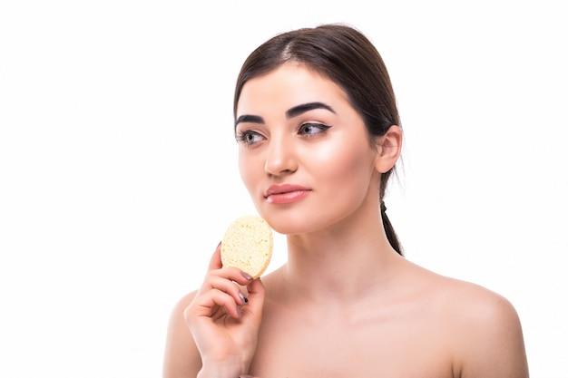 Fronte cosmetico di bellezza di trucco della pelle del clen di concetto della donna del cuscinetto di cotone isolato