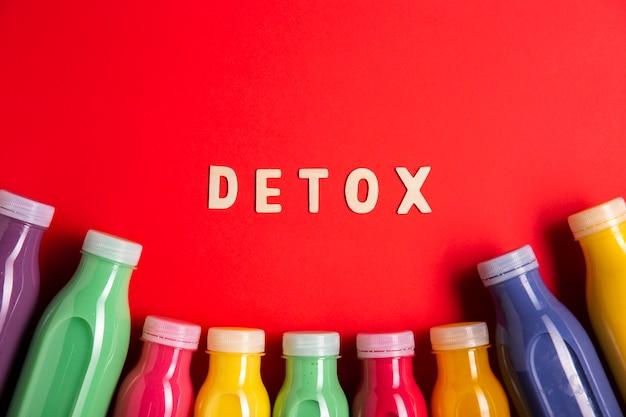 Frullati colorati con scritte detox