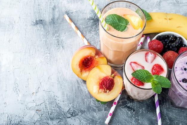 Frullati con bacche e frutti