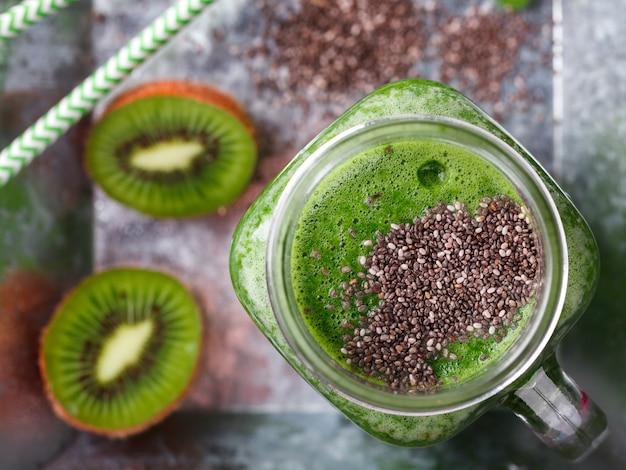 Frullati di frutta e verdura verde. drink party estivo