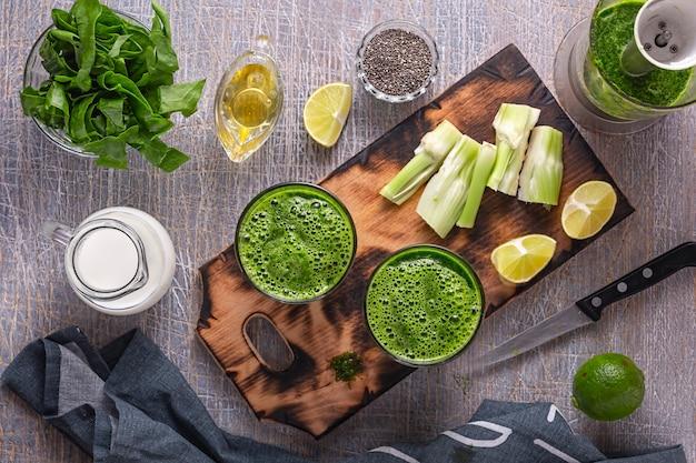 Frullati di spinaci e sedano con yogurt