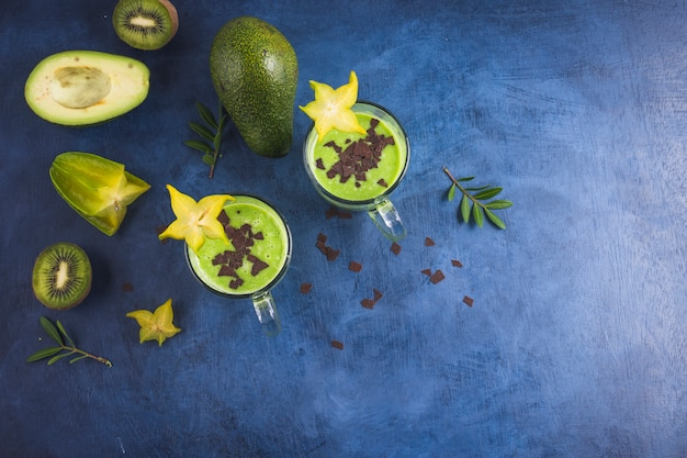 Frullati verdi sani e deliziosi