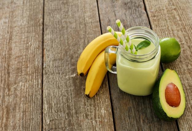 Frullato con avocado e banana
