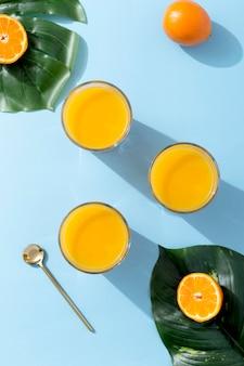 Frullato di arancia fresco vista dall'alto