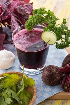 Frullato di barbabietola e spinaci rossi