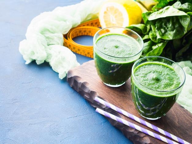 Frullato di disintossicazione verde per la dieta
