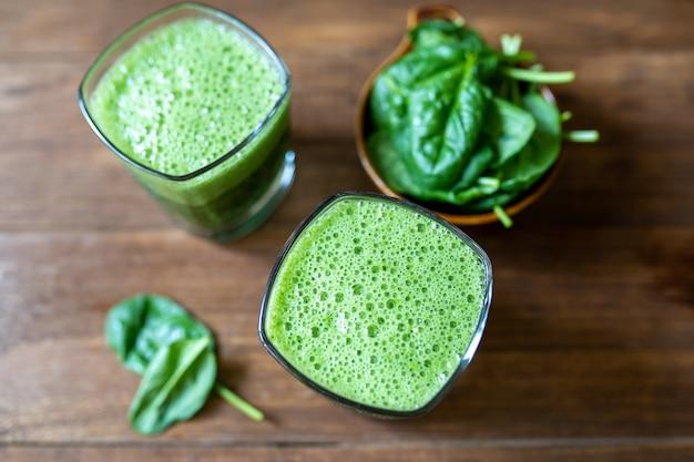 Frullato di foglie di spinaci baby