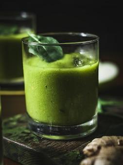 Frullato di verdure e zenzero vegan