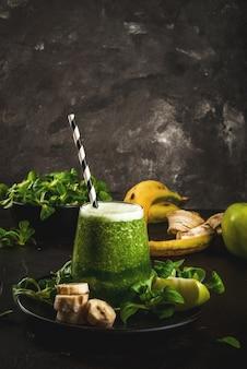 Frullato verde di frutta e verdura