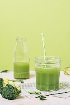 Frullato vista frontale con broccoli