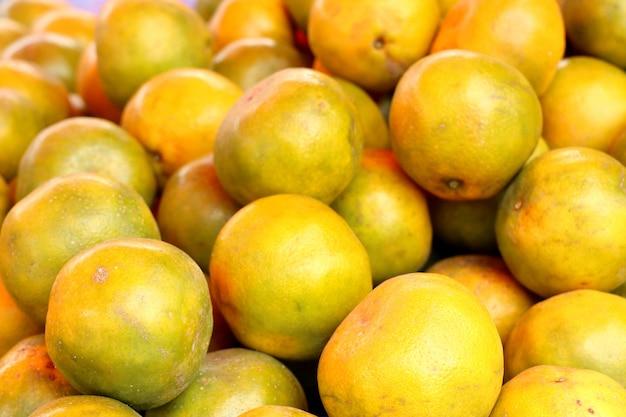 Frutta arancione al cibo di strada
