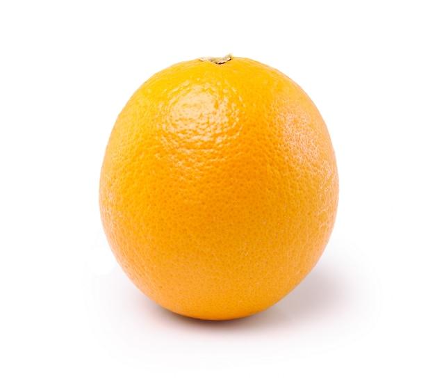 Frutta arancione isolata su fondo bianco