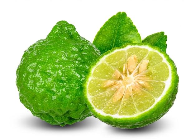Frutta del bergamotto isolata sul percorso di ritaglio bianco