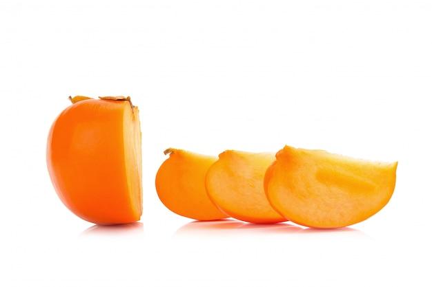 Frutta del cachi isolata su fondo bianco