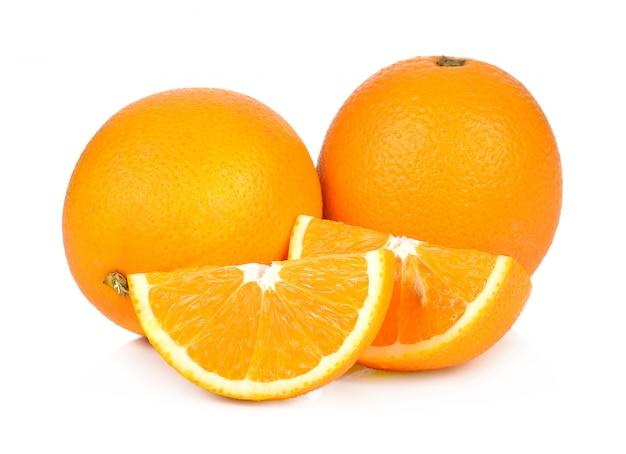 Frutta dell'arancia dolce su priorità bassa bianca