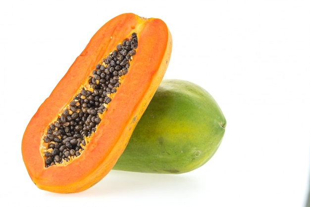 Frutta di papaya isolato