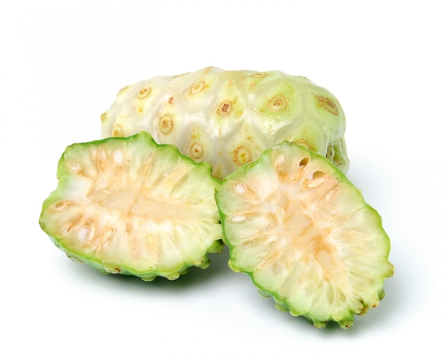 Frutta esotica - noni isolato