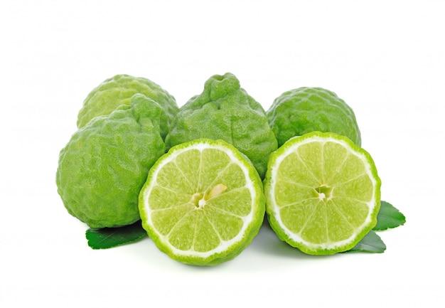 Frutta fresca del bergamotto con la foglia isolata