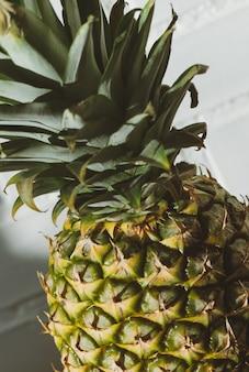 Frutta fresca dell'ananas del primo piano di estate