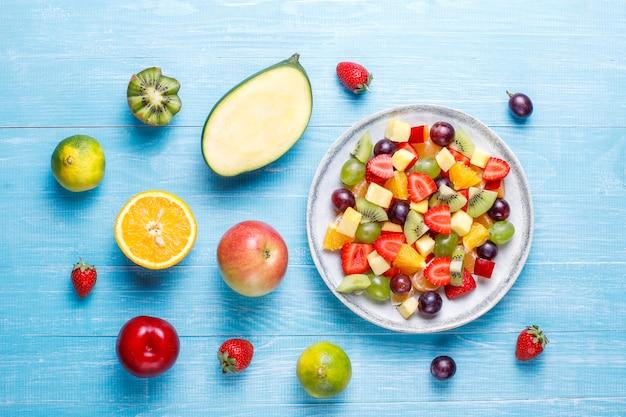 Frutta fresca e insalata di frutti di bosco