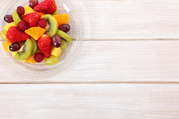 Frutta fresca mista con copyspace