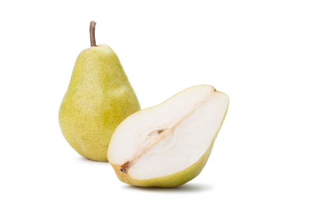 Frutta pera su bianco