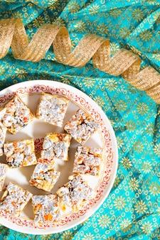 Frutta secca senza zucchero con alimenti dolci indiani