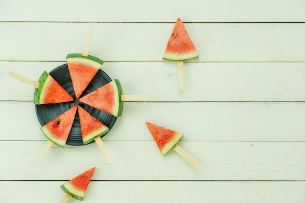 Frutta tropicale di vista superiore del tavolo con la bevanda con il concetto del fondo della vacanza estiva e di vacanza della molla