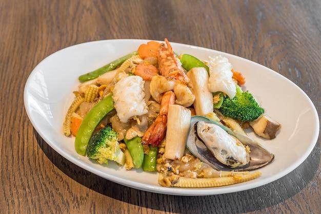 Frutti di mare noodle di riso fritto