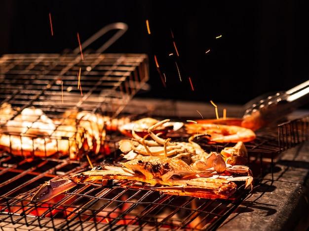 Frutti di mare tropicali freschi grigliati barbecue per cena