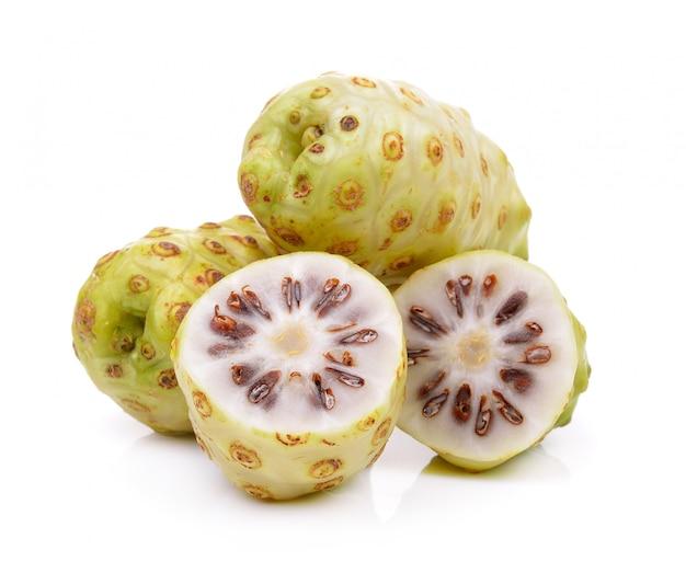Frutti di noni isolati