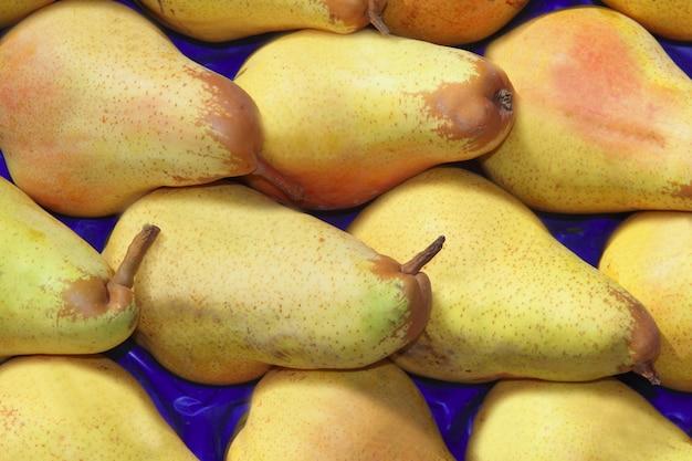 Frutti di pera nel mercato delle righe