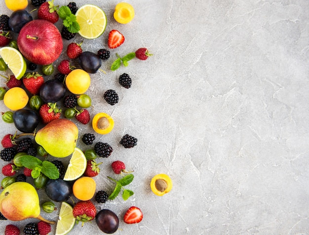 Frutti e bacche fresche estive