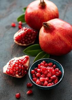 Frutti maturi di melograno