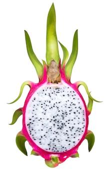 Frutto del drago o pitaya con taglio isolato su sfondo bianco.
