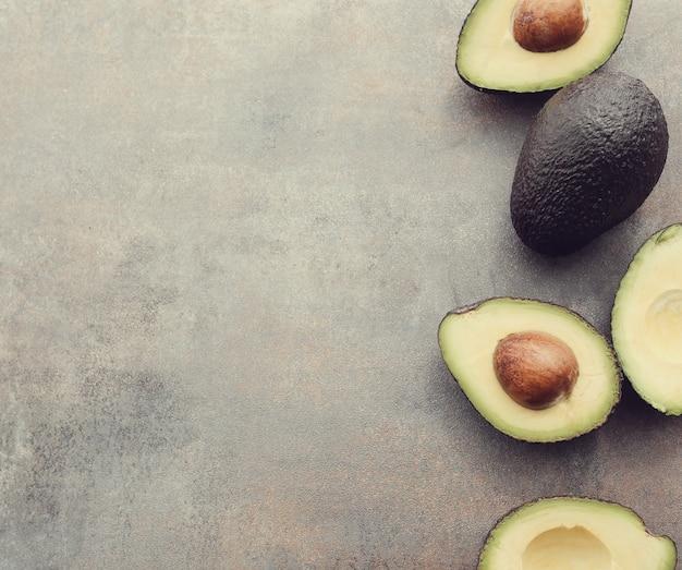 Frutto di avocado biologico