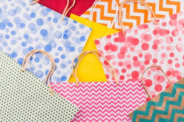 Full frame della collezione di sacchetti di carta vivaci