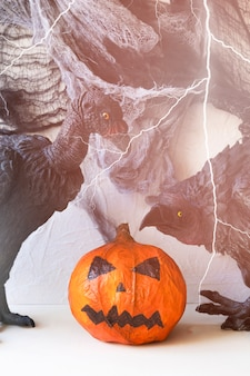 Fulmine su avvoltoi e jack-o-lantern