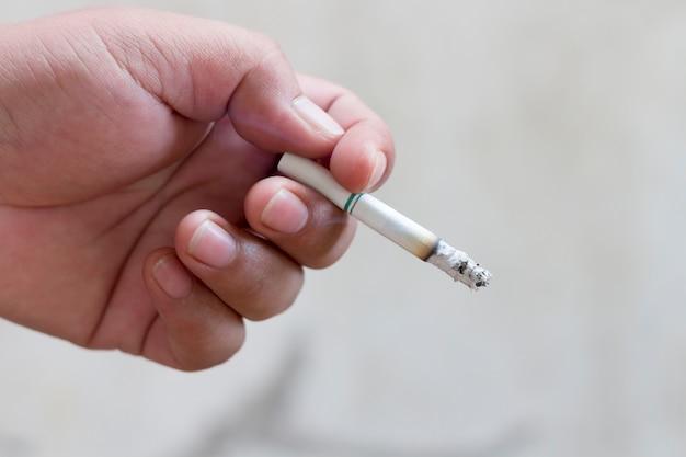 Fumare per malattia e morte.