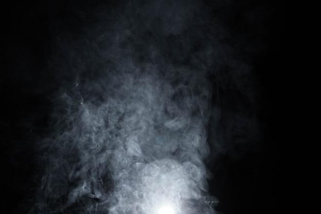 Fumare su sfondo nero