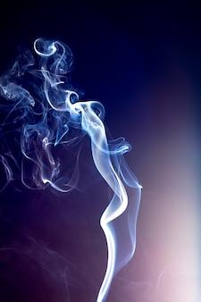 Fumo astratto e luce fiera
