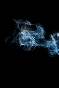 Fumo con sfondo nero