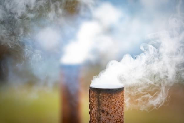 Fumo del tubo dall'industria all'inquinamento atmosferico