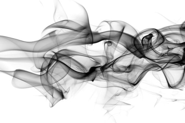 Fumo nero su sfondo bianco.