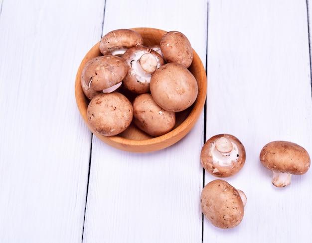 Funghi champignon freschi