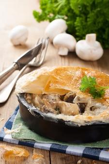 Funghi in umido con pasta sfoglia.