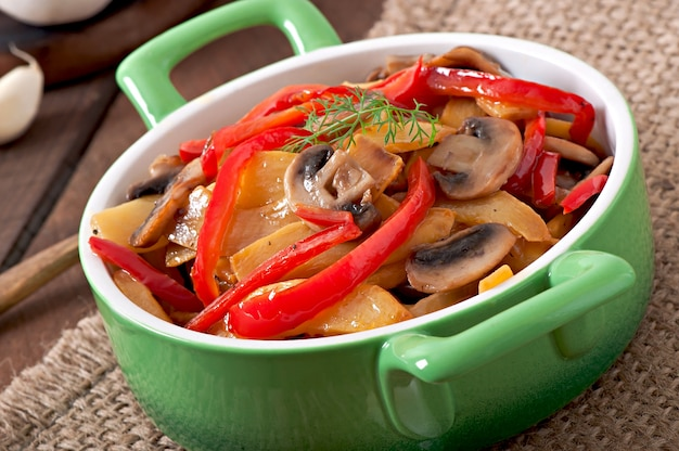 Funghi saltati con zucca e peperone dolce