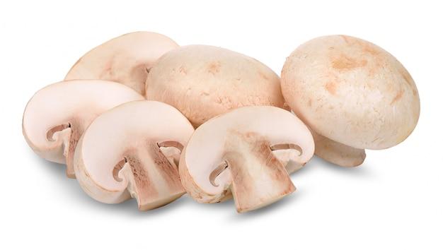 Fungo del fungo prataiolo isolato sul percorso di ritaglio bianco