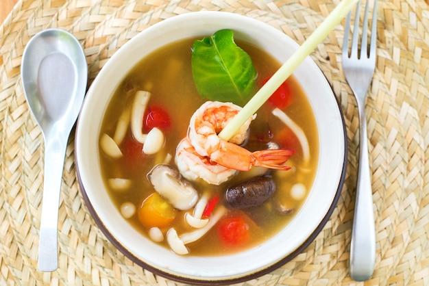 Fungo di zuppa tom yam kung prawn lemon grass