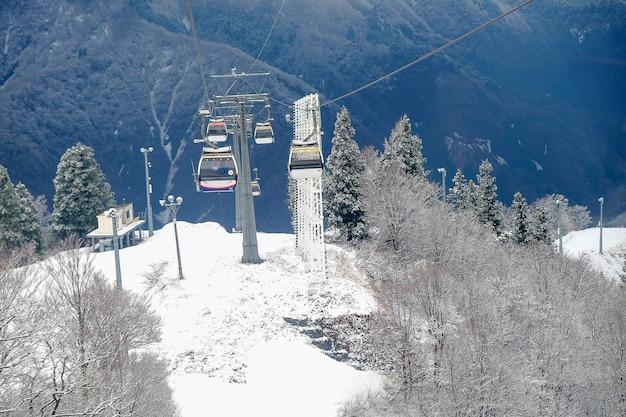 Funivia sky sulla montagna di neve a gala yuzawa vicino a tokyo